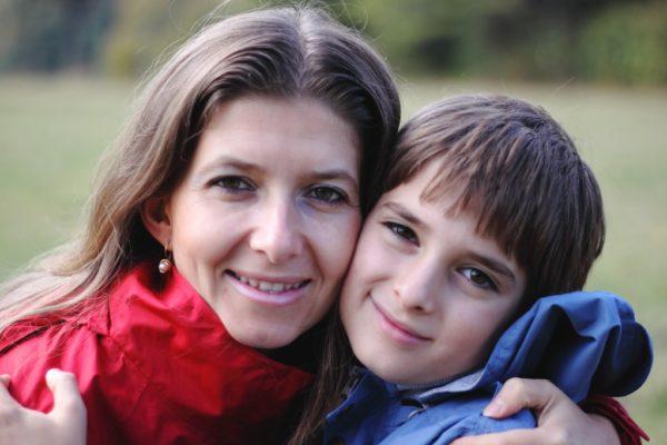 Децата и ние - как да живеем в разбирателство. Съвременният родител в лутане между авторитарното възпитание от миналото и анархията на настоящето - къде е златната среда