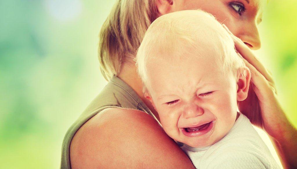 зъбоникнене, никнене на млечни зъбки, бебе плаче, нервно неспокойно дете, здраве