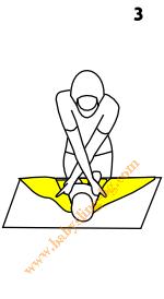 Връзване на слинг-шал, поза На гръб, стъпка 3