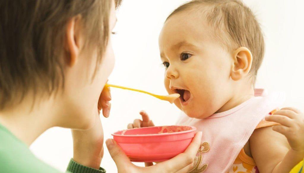 Майчинство. Захранване.Захранване с кисело мляко. Начало на захранването