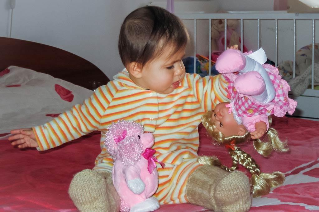 Бебе седи. Седнало бебе. Развитие на бебето през първата година от 7 до 12 месеца