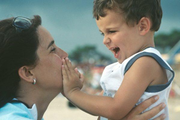 егоцентризъм, непослушно дете, възпитание,послушно дете. общуване родители деца. Отделяне на детето от мама