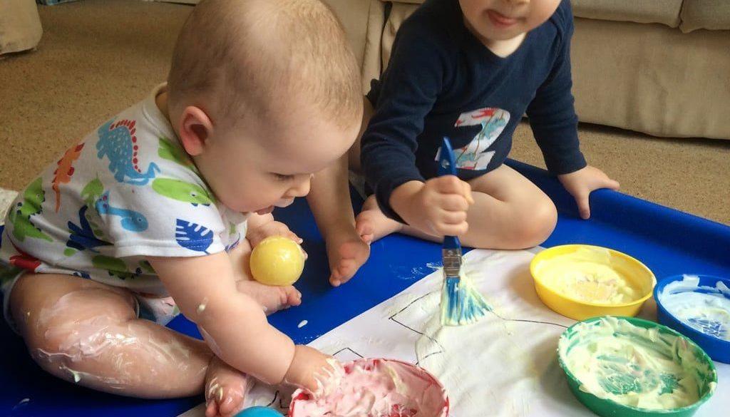 Бебе рисува. Игри и играчки за 1 год. Прохождане