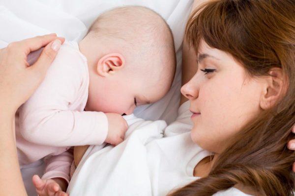 съвместен сън, кърмене. залепено за мама дете, проблеми със съня при бебето, съвместен сън
