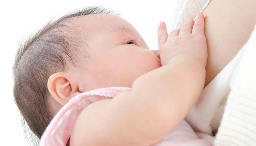 Кърмене. Колко кърма е нужна на новороденото бебе. Стига ли му кърмата. Ползи от кърменето