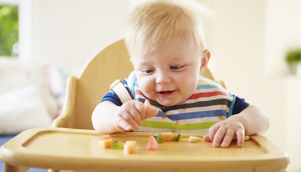 BLW, педагогическо захранване, захранване водено от бебето, захранване