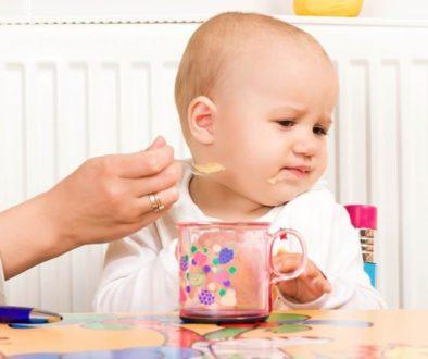 злоядо дете, вредни храни в ранна възраст, злоядо дете, бебе не иска да яде, злоядо бебе, захранване, когато бебето не иска да яде