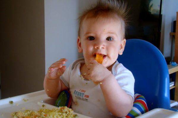 Захранване водено от бебето. BLW