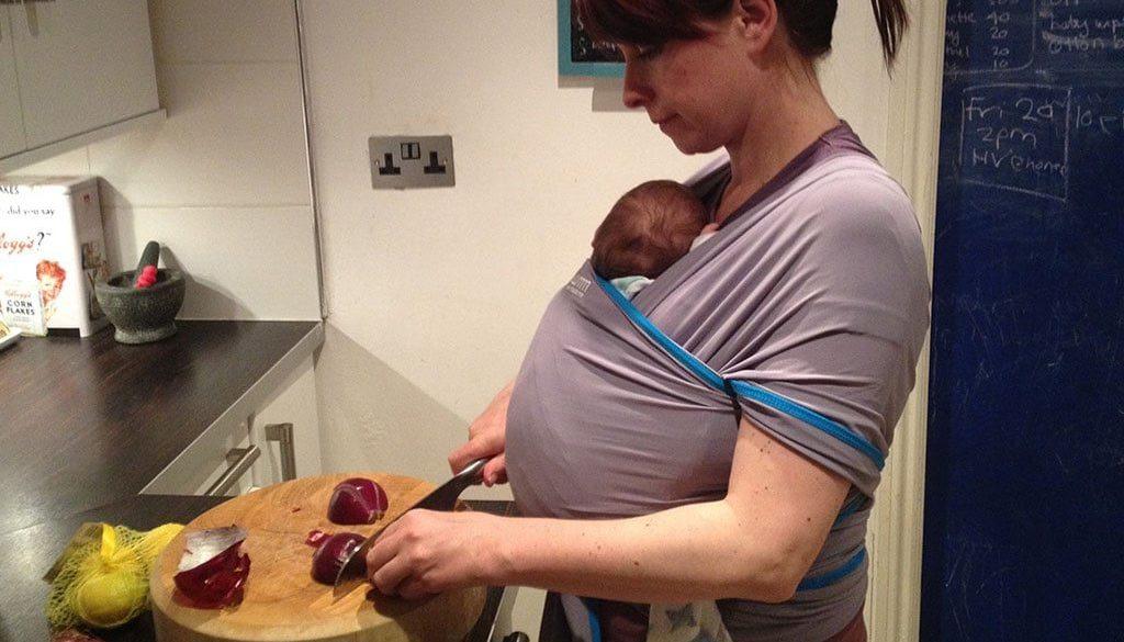 слинг за носене на бебе, майчинство, шетане и бебе, трудности на майчинството