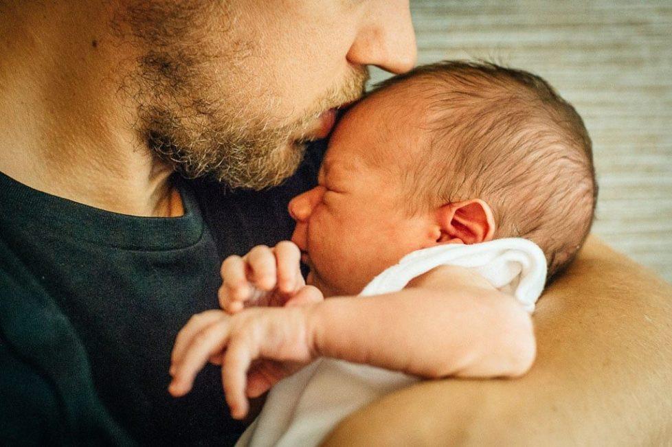 Отношенията между бащата и децата минават през майката.Как да помогнем на бебето да заспи. Успокояване на бебе. развитие на новороденото