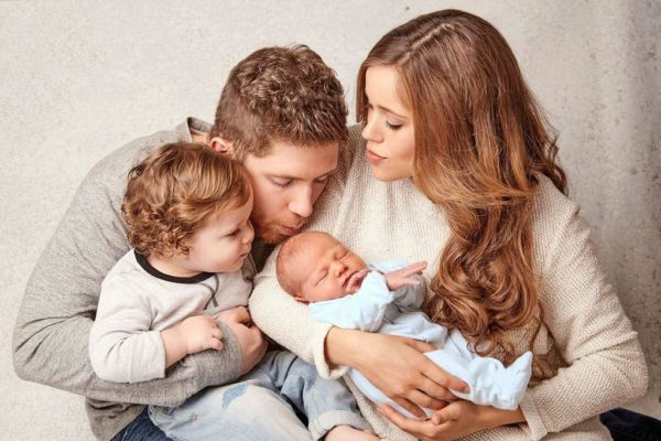 Семейство с новородено