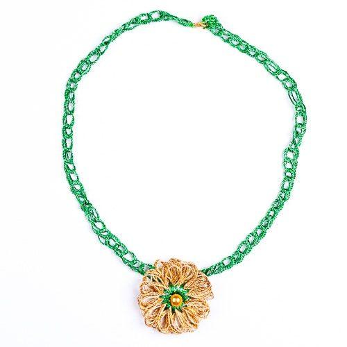 Колие Лилия зелено със златисто със закопчалка