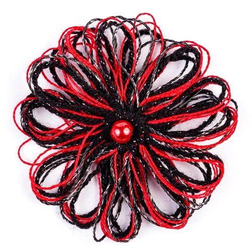 Брошка - червено с черно