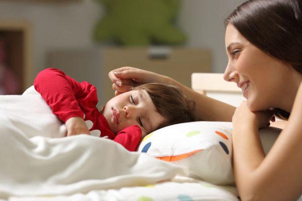 сън, лечебни думи, майка и дете, майчина обич, проблеми при дете, неспокойно дете, болно дете, майка, бебе