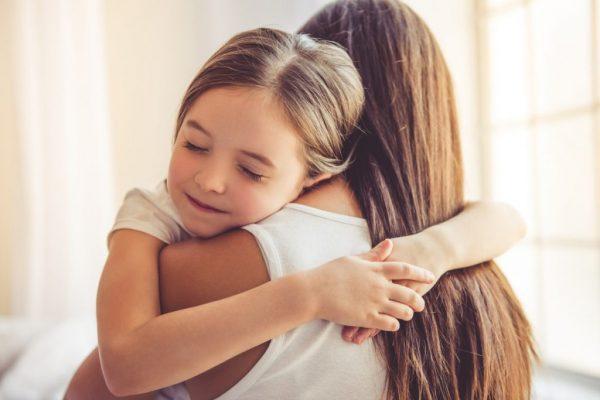 деца, родители, възпитание, прегръдка, емоции, семейство, психолог, непослушно дете, хиперактивно дете